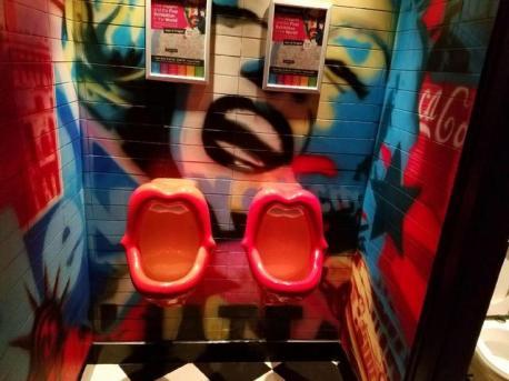 Avenue Pub Belgium Bathroom-001